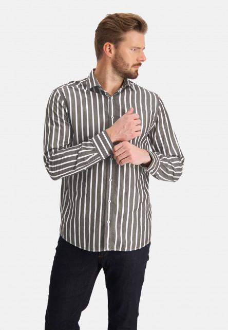 Chemise-à-rayures-et-cut-away